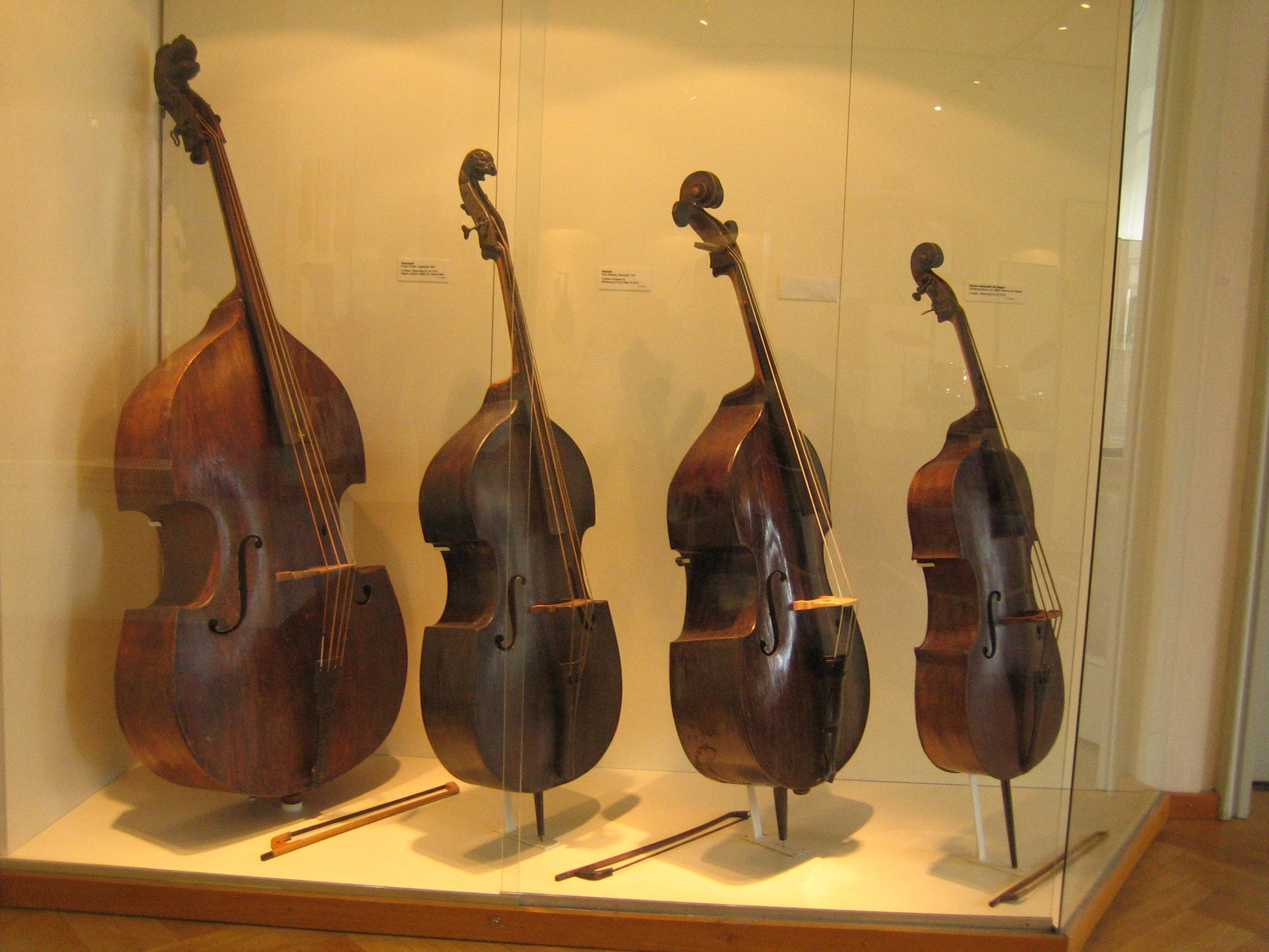 Contrabass,_cellos,_Deutsches_Museum